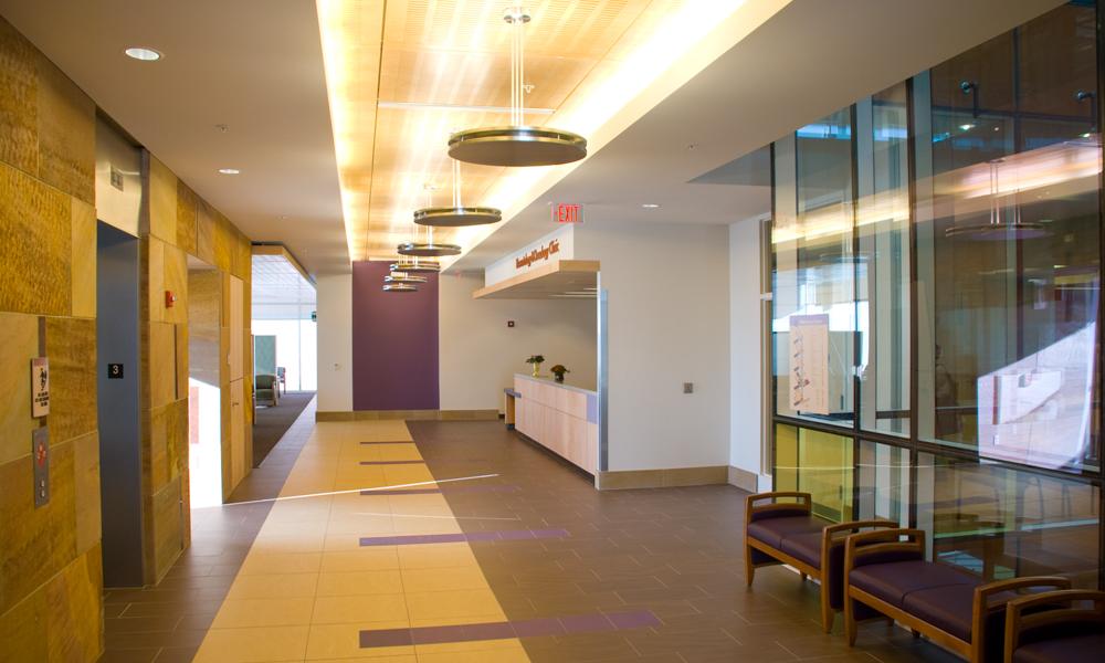 Imagen de la recepción de la clínica del tercer piso