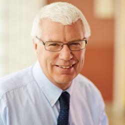 Alan Tomkinson, PhD, Director interino y CEO