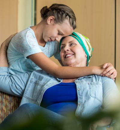 Paciente mujer con imagen de doctor